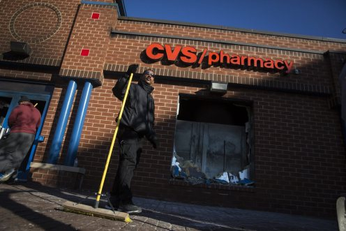 la-na-cvs-pharmacy-baltimore-riots-pictures-20150428